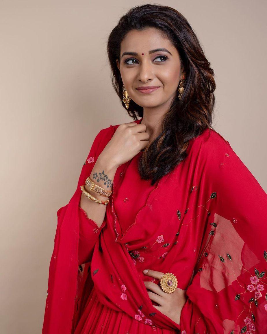 Priya Bhavani Shankar in a red shilpasutra anarkali -3