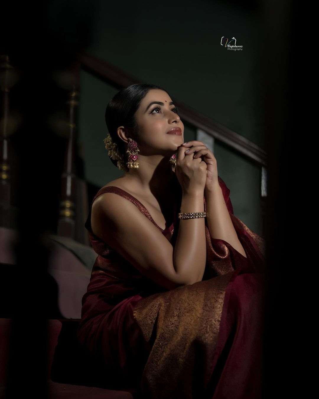 Purnaa in a maroon saree by pattu sarees for Dhee Kings-4