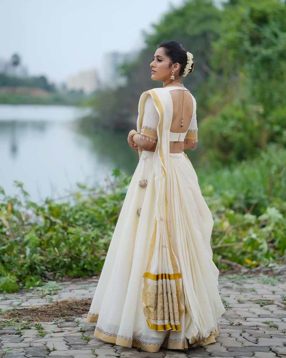 Rashmi Gautam in a kasavu lehnga by Starry dreams-2
