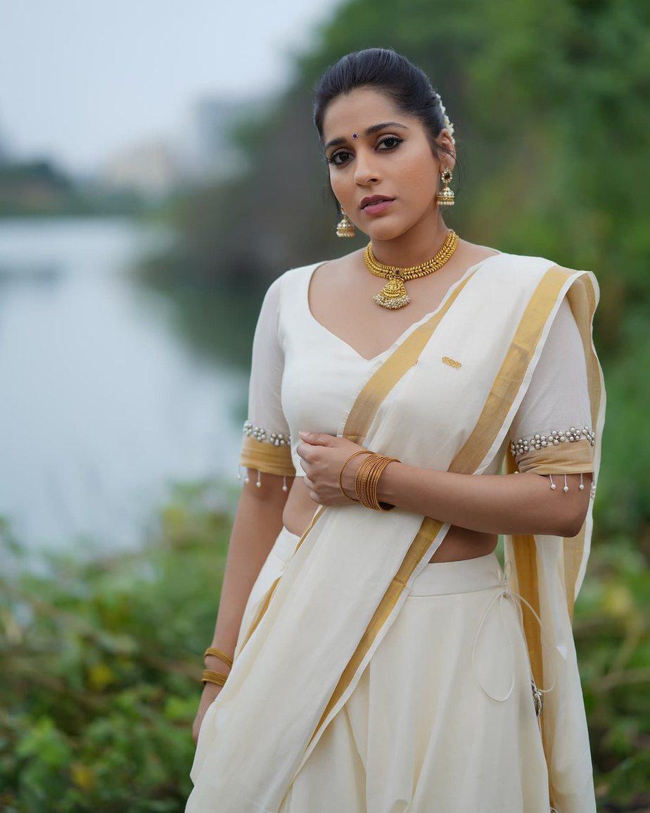 Rashmi Gautam in a kasavu lehnga by Starry dreams-4