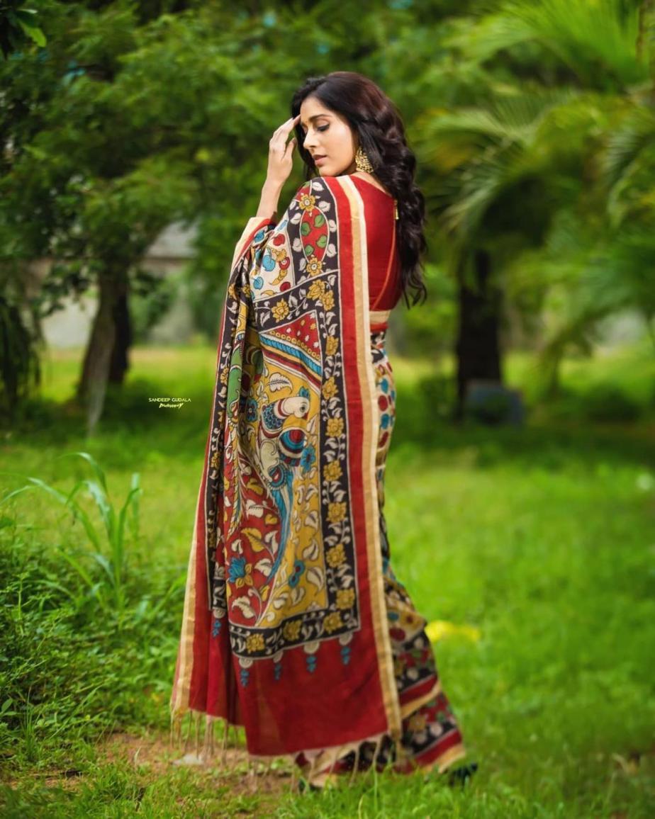 Rashmi Gautam in a red traditional saree