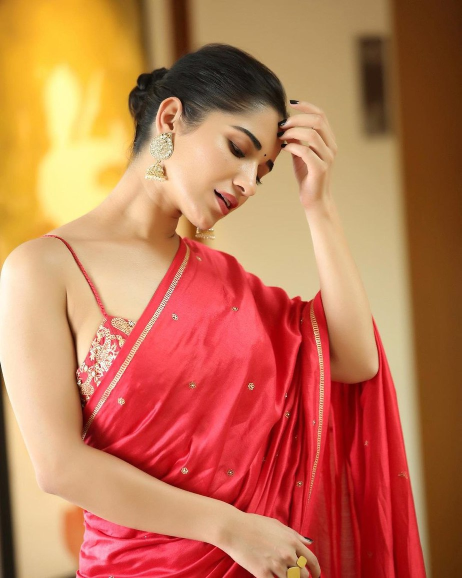 Ruhani Sharma in a red saree by Deepthee-3