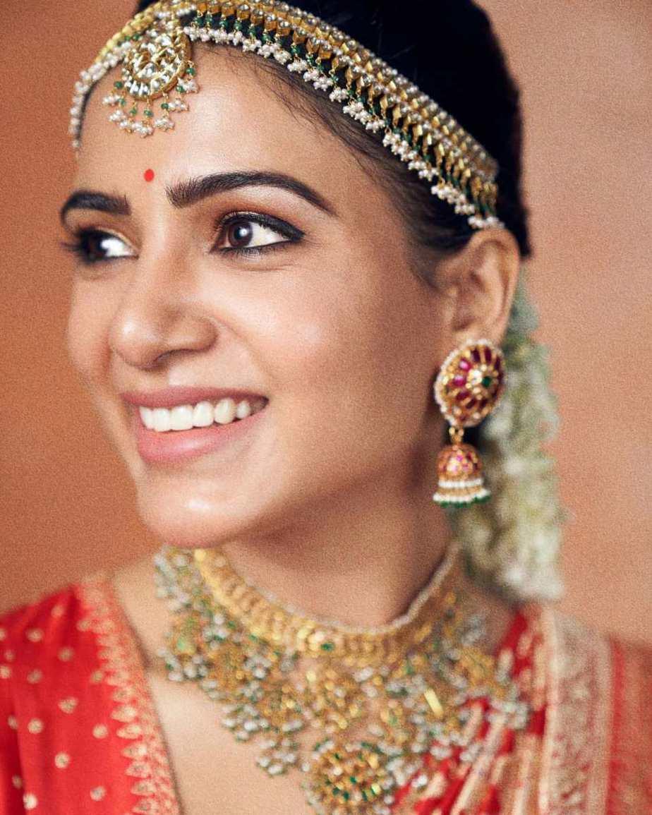 Samantha Akkineni in a red benarasi saree by mavuris for colgate ad-1