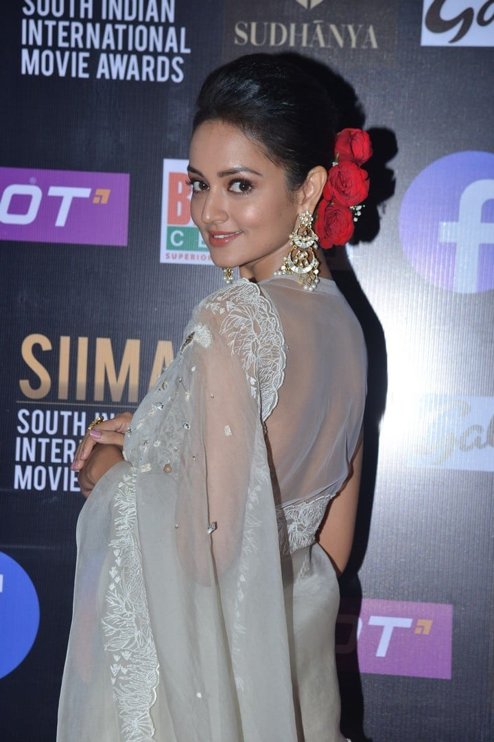Shanvi Srivastav in a white saree for SIIMA-2021-1