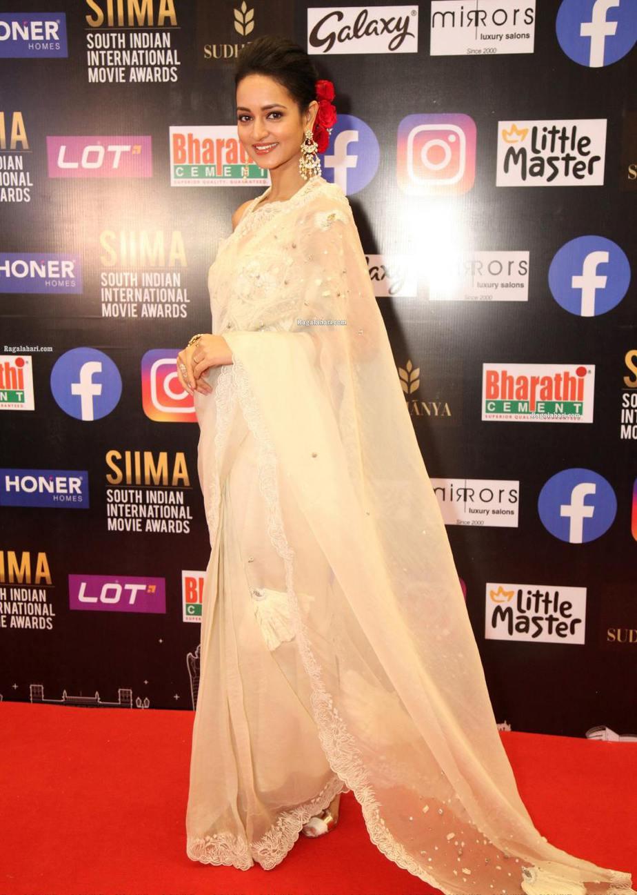 Shanvi Srivastav in a white saree for SIIMA-2021-3