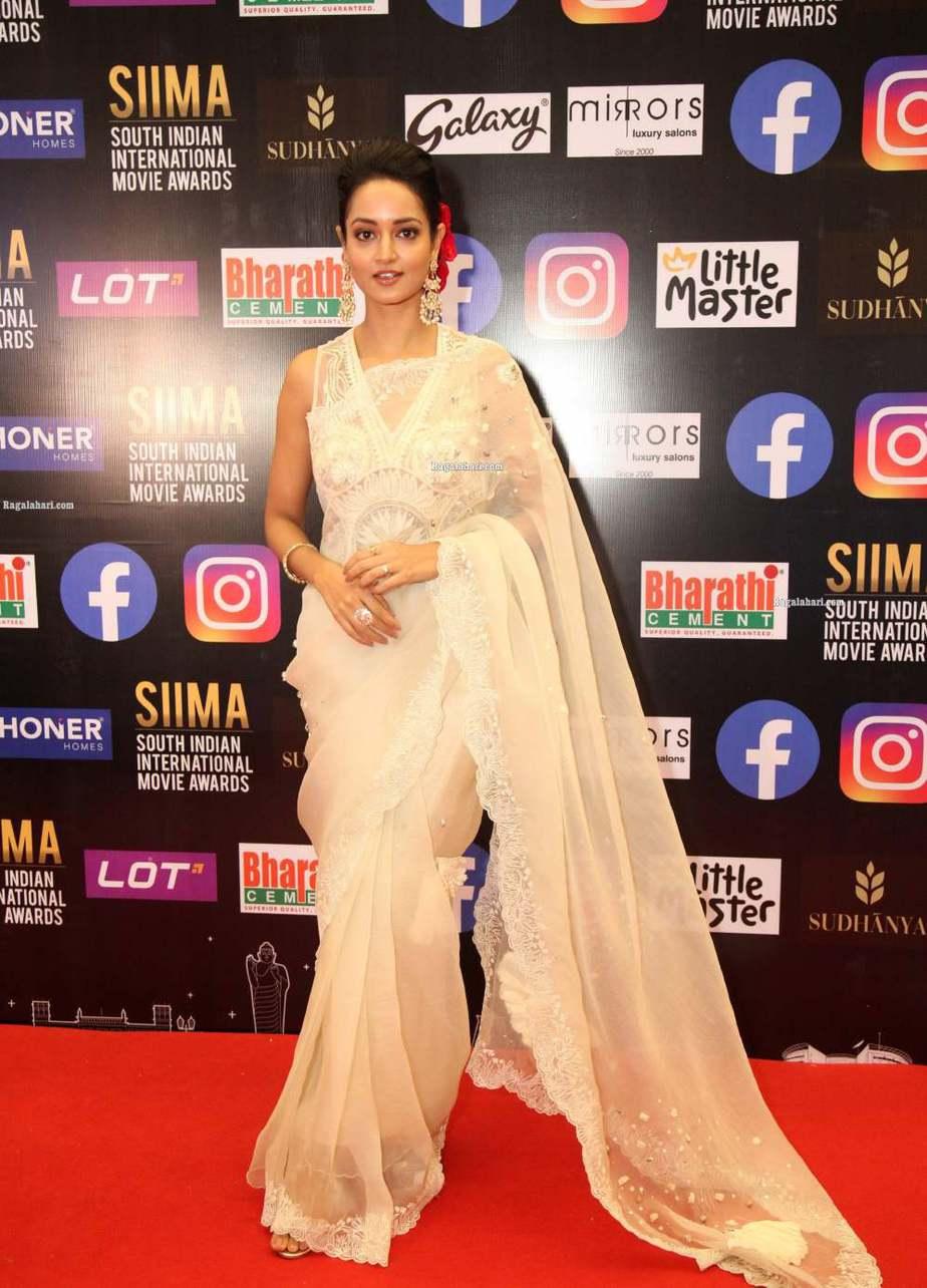 Shanvi Srivastav in a white saree for SIIMA-2021-4