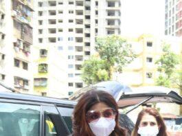 Shilpa Shetty in a printed kurta set at lalbaug-1