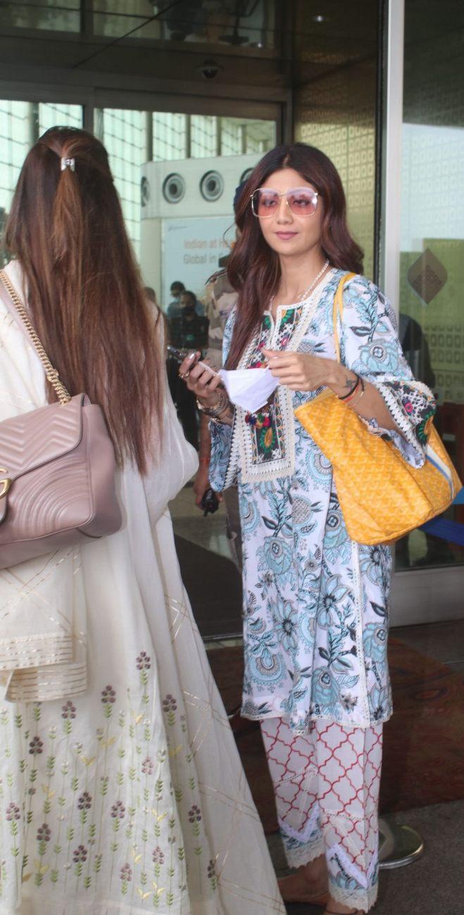 Shilpa Shetty in a white kurta set at the airport-2