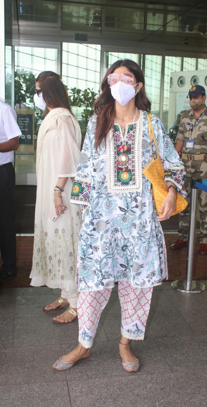 Shilpa Shetty in a white kurta set at the airport-3