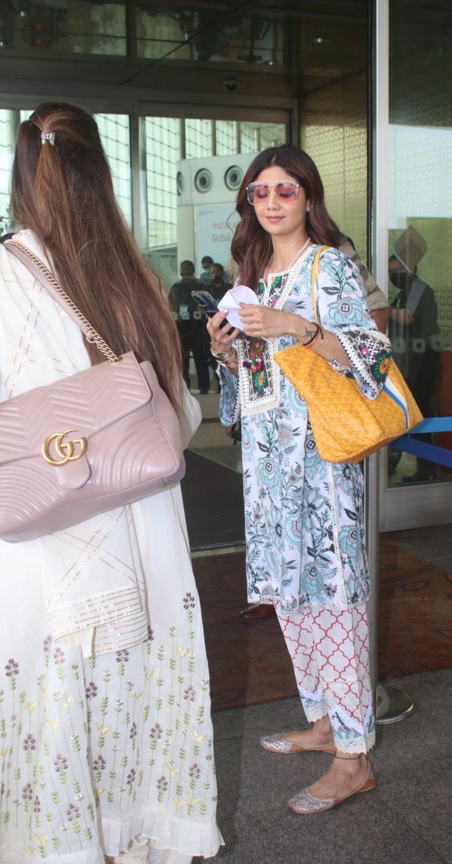 Shilpa Shetty in a white kurta set at the airport-5