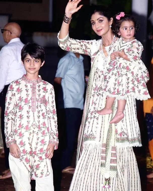 Shilpa Shetty with kids in matching ethnics for Ganpati visarjan-3