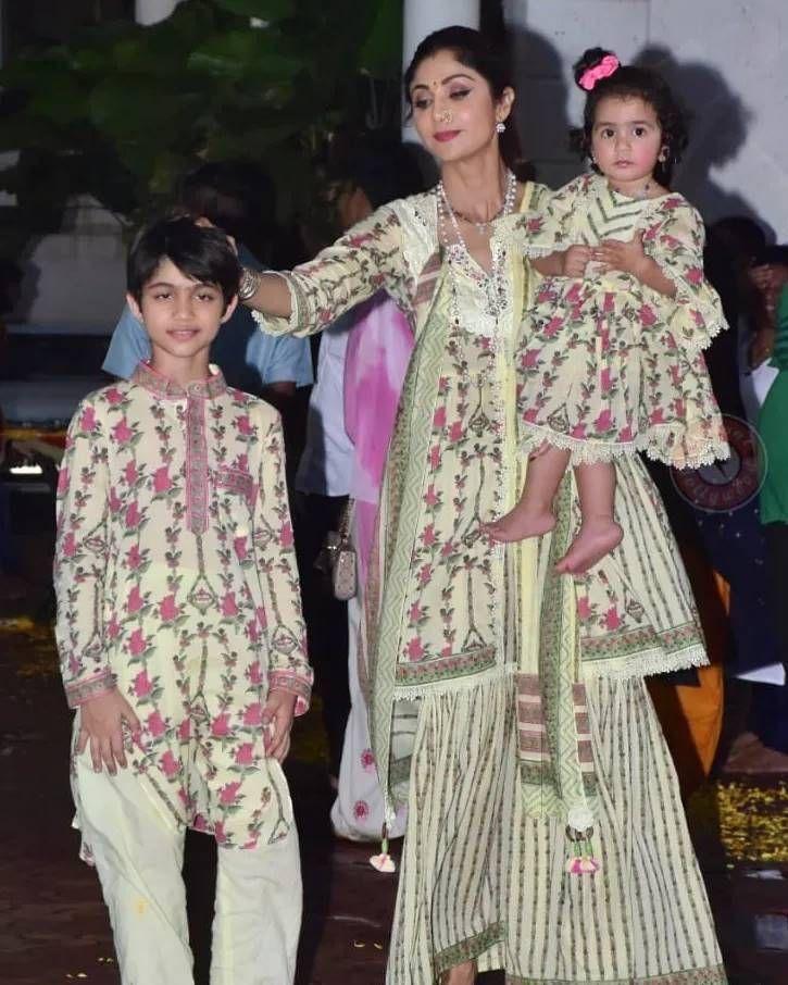 Shilpa Shetty with kids in matching ethnics for Ganpati visarjan-5.1