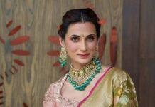 Shilpa reddy in lime green banarsi saree by Kanchi silks-2
