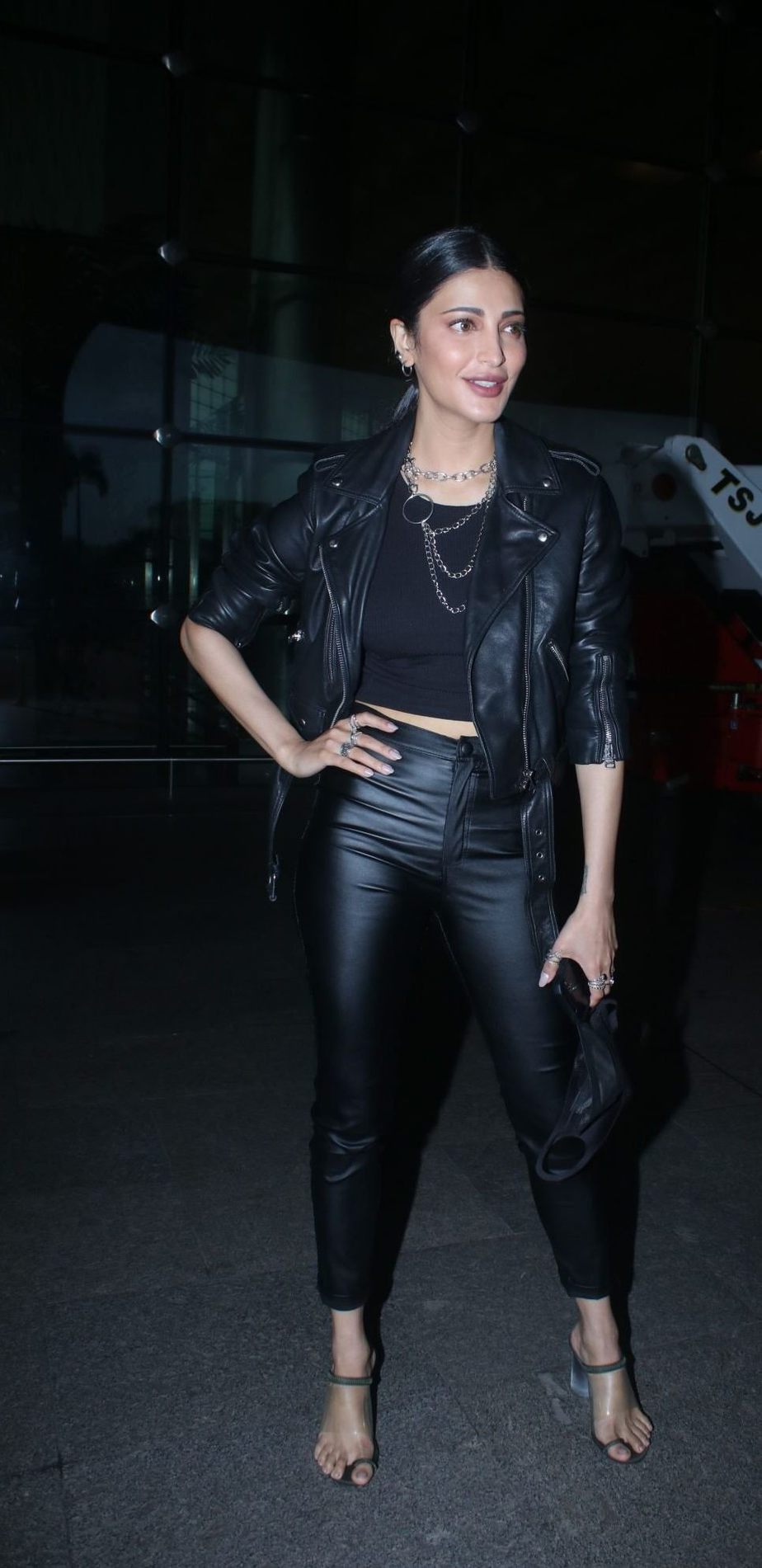 Shruti Hassan in black leather outfit at the airport-3