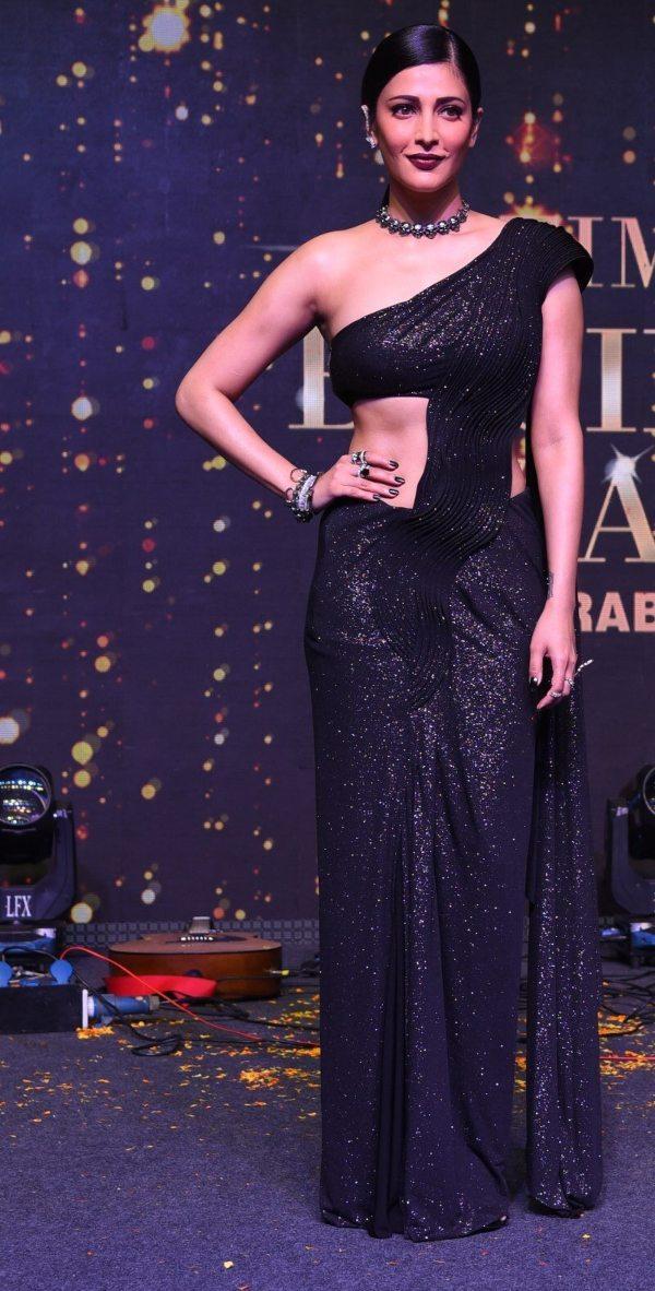 Shruti Hassan in black Gaurav Gupta saree gown for SIIMA-2