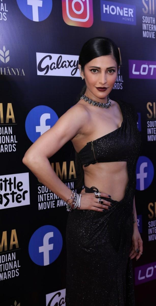 Shruti Hassan in black Gaurav Gupta saree gown for SIIMA-4