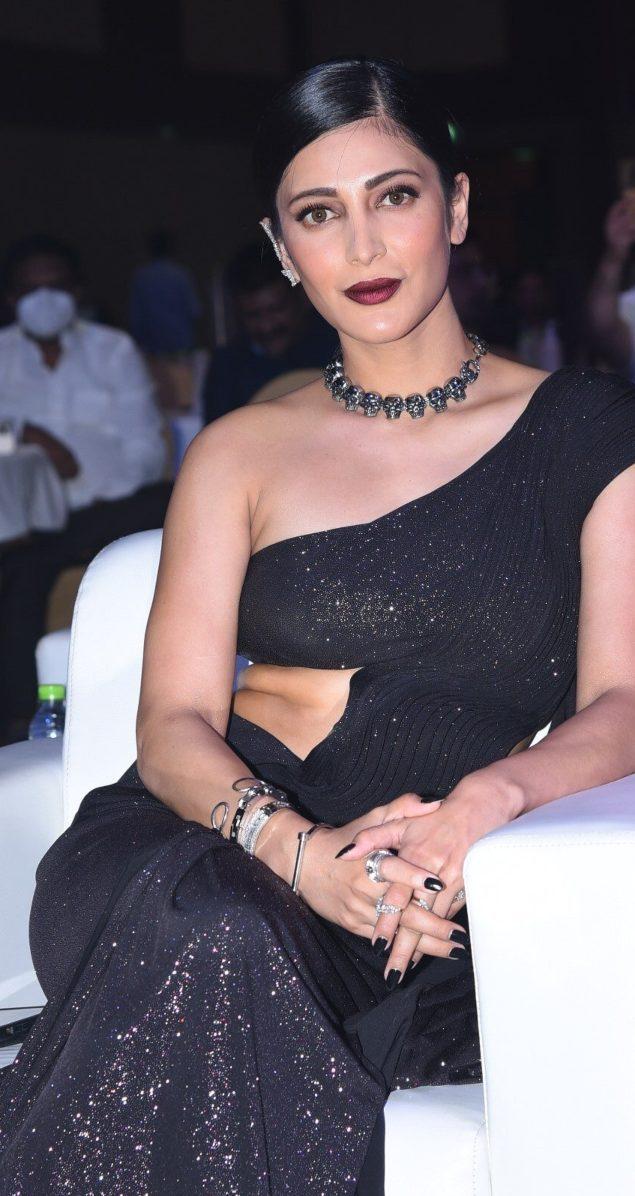Shruti Hassan in black Gaurav Gupta saree gown for SIIMA3.2