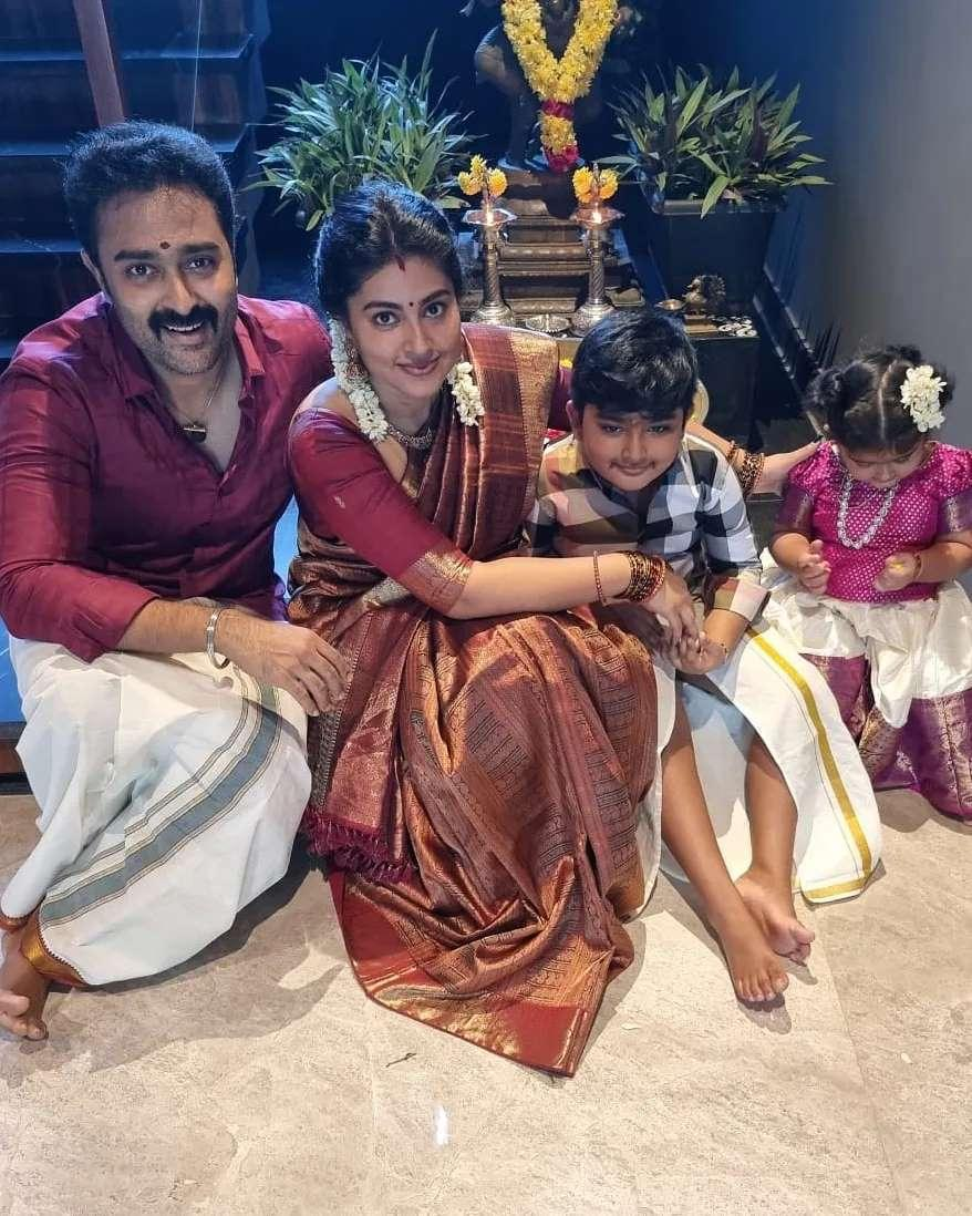 Sneha Prasanna and family in tradtionals for Ganesh Chaturthi-1