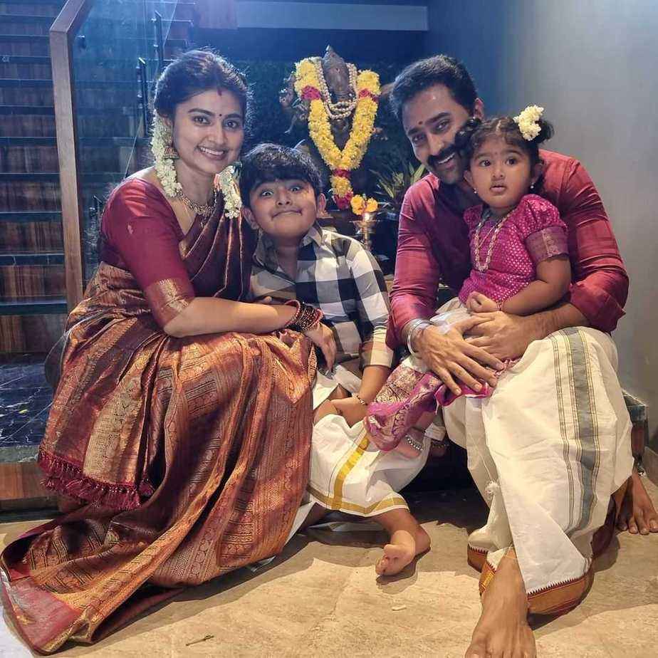 Sneha Prasanna and family in tradtionals for Ganesh Chaturthi-2