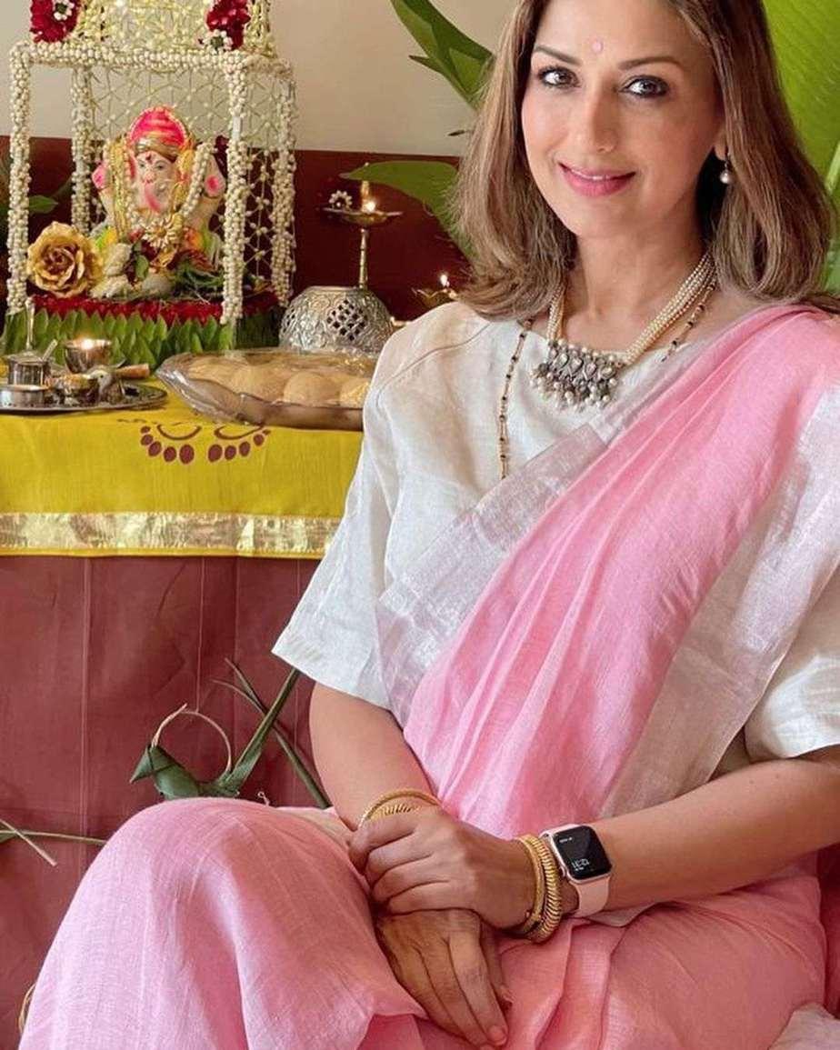 Sonali Bendre in pink Anavila saree for Ganesh chaturthi-3