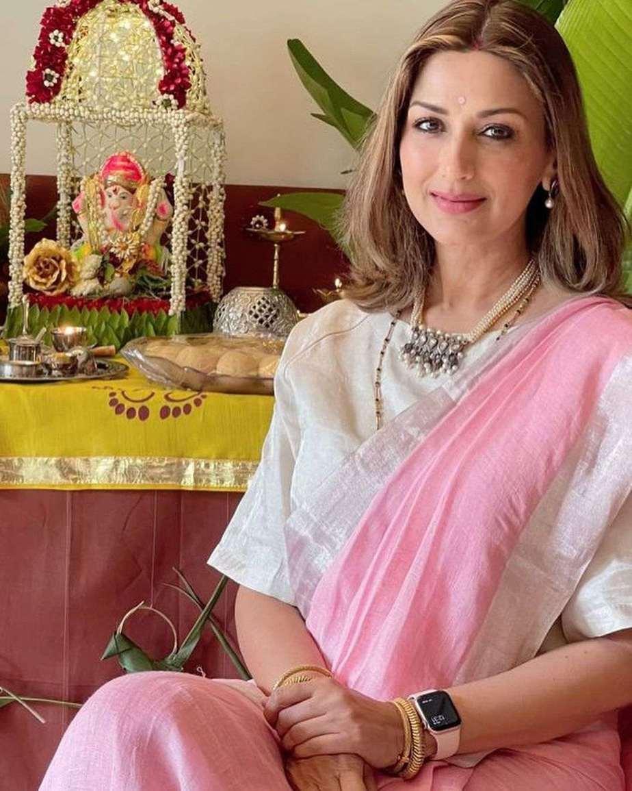 Sonali Bendre in pink Anavila saree for Ganesh chaturthi-4