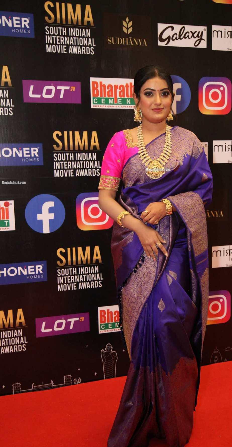 Sonika Gowda in a violet pattu saree at SIIMA 2021-3