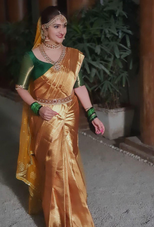 Sridevi Vijaykumar in agold pattu saree by Mugdha art studio for comedy stars-3