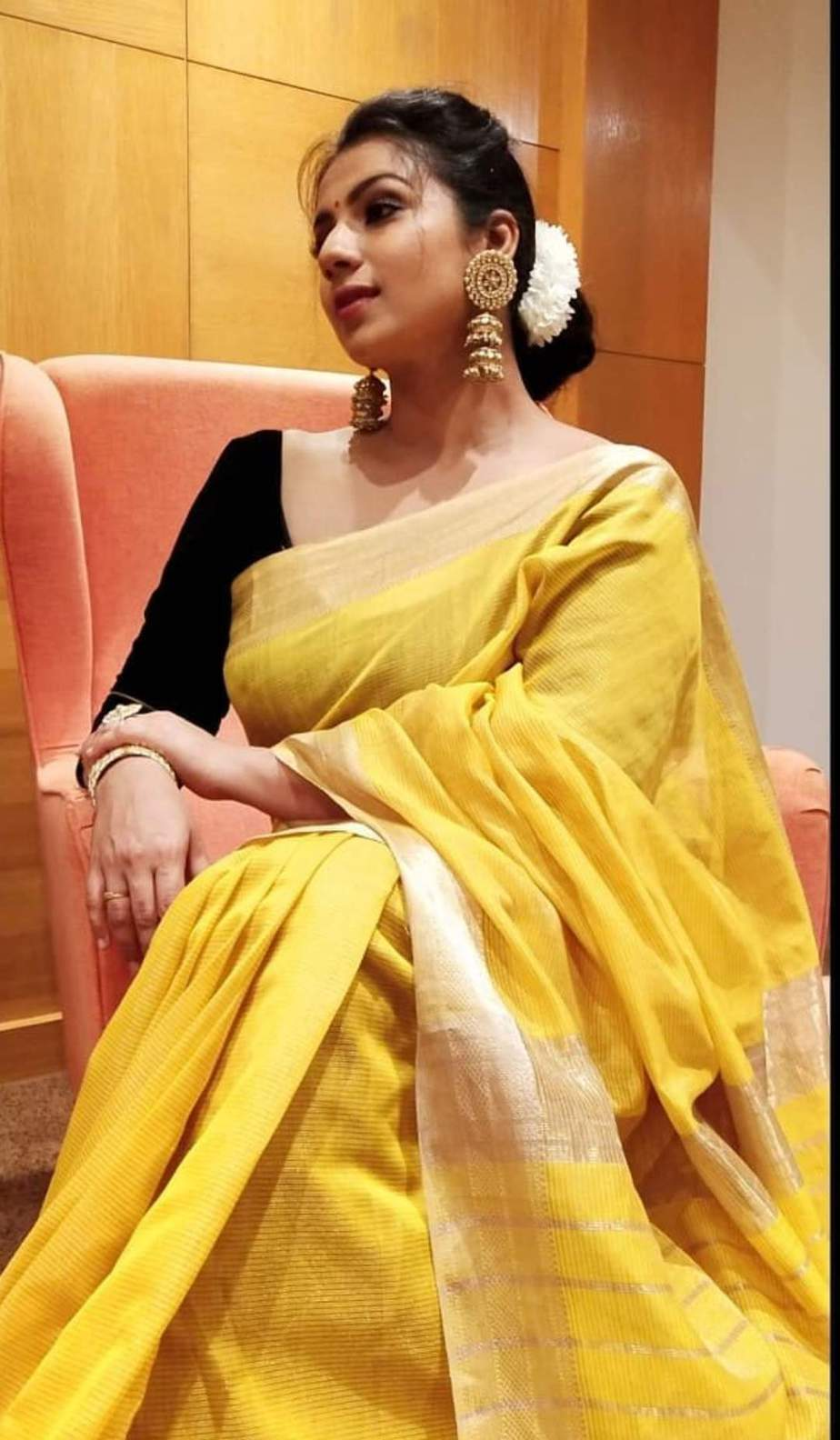 Sruthi Hariharan in a yellow saree by sawenchi for siima day2-3