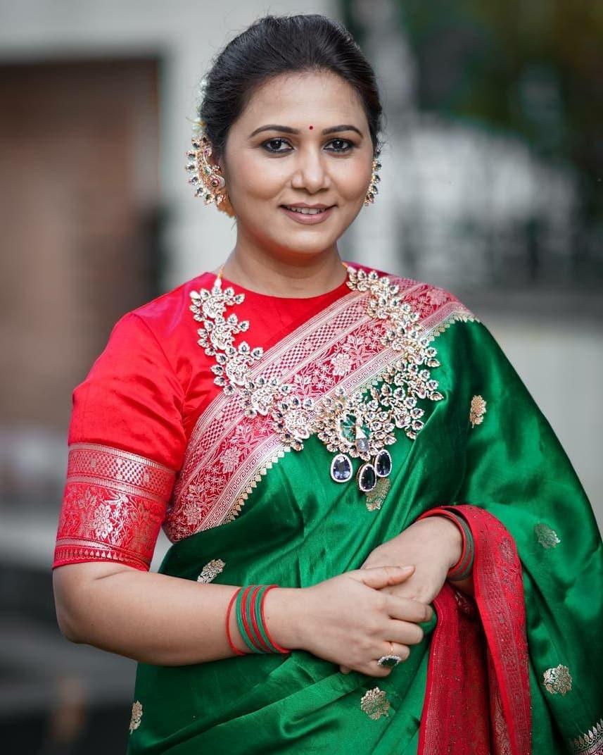 Thabitha Sukumar in green-red saree for Ganesh chaturthi-4