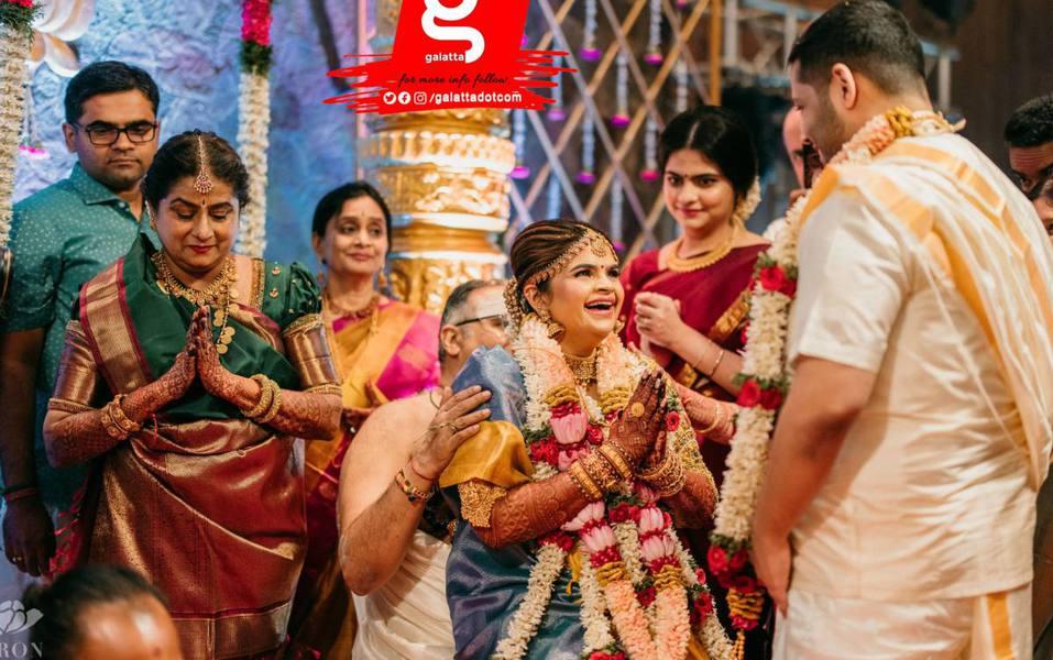 Vidyuraman in blue pattu saree for her wedding-1