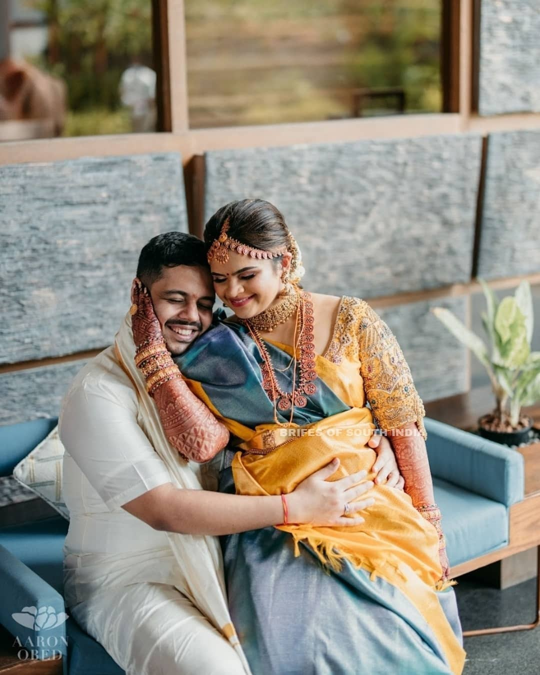 Vidyuraman in blue pattu saree for her wedding