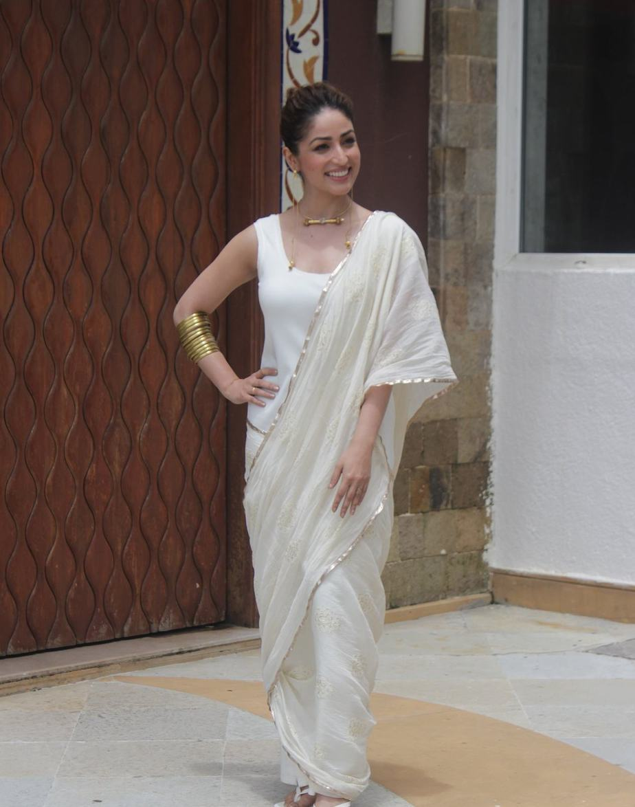 Yami gautam in a white pre-drape saree by ituvana for bhoot police promotions-2