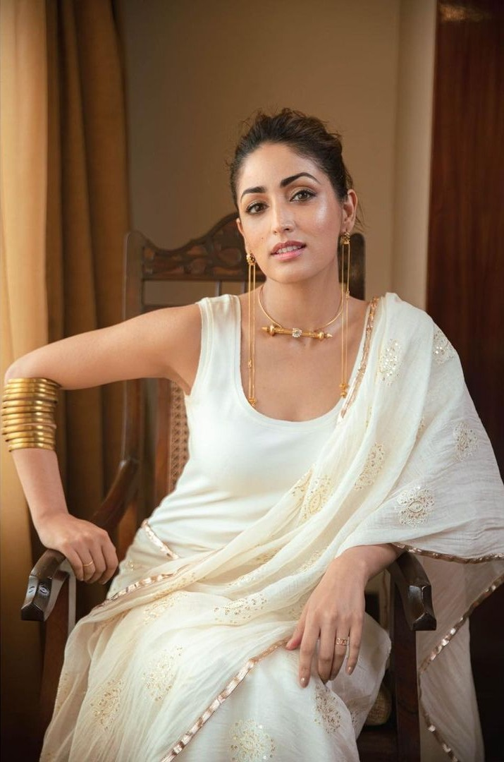 Yami gautam in a white pre-drape saree by ituvana for bhoot police promotions-4