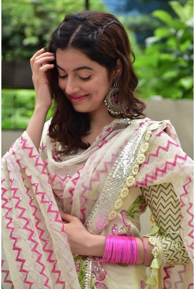 divya khosla in mayeera jaipur outfit