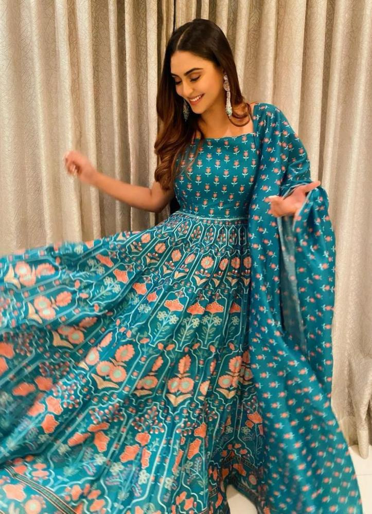 krystle in blue idaho outfit