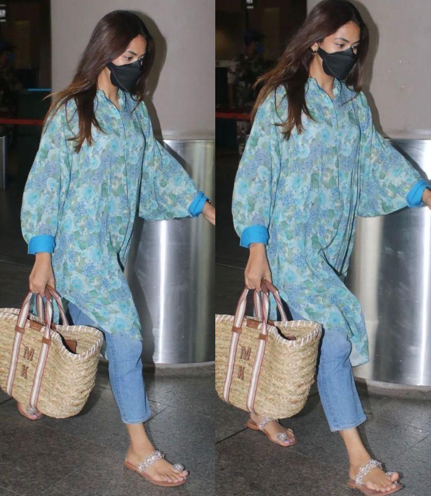 mira kapoor at airport