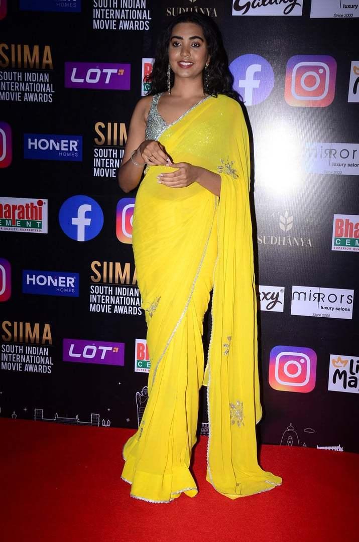 shivatmika nair in yellow saree at siima awards 2021 (2)