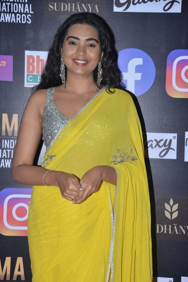 shivatmika nair in yellow saree at siima awards 2021 (4)