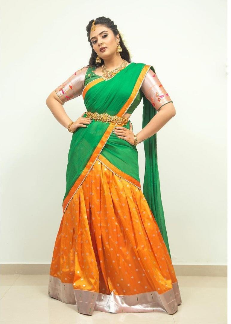 sreemukhi in a green half saree for Comedy stars-1