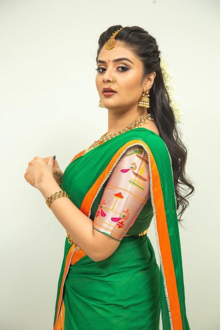 sreemukhi in a green half saree for Comedy stars-3