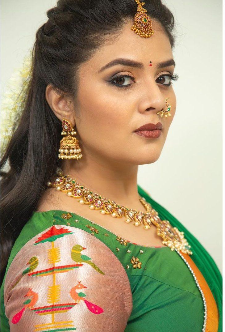 sreemukhi in a green half saree for Comedy stars-4