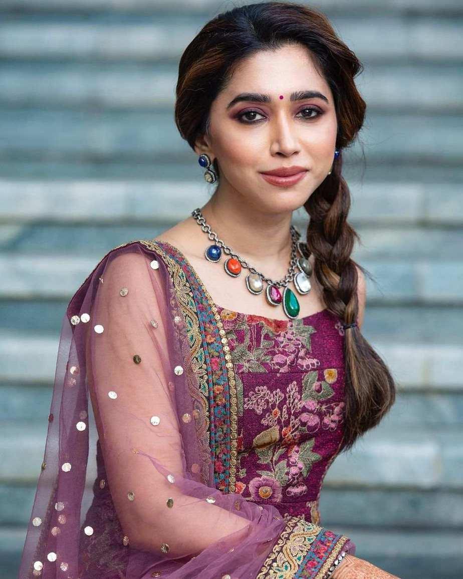 Aarti Ravi in purple lurta set by Sabyasachi-1
