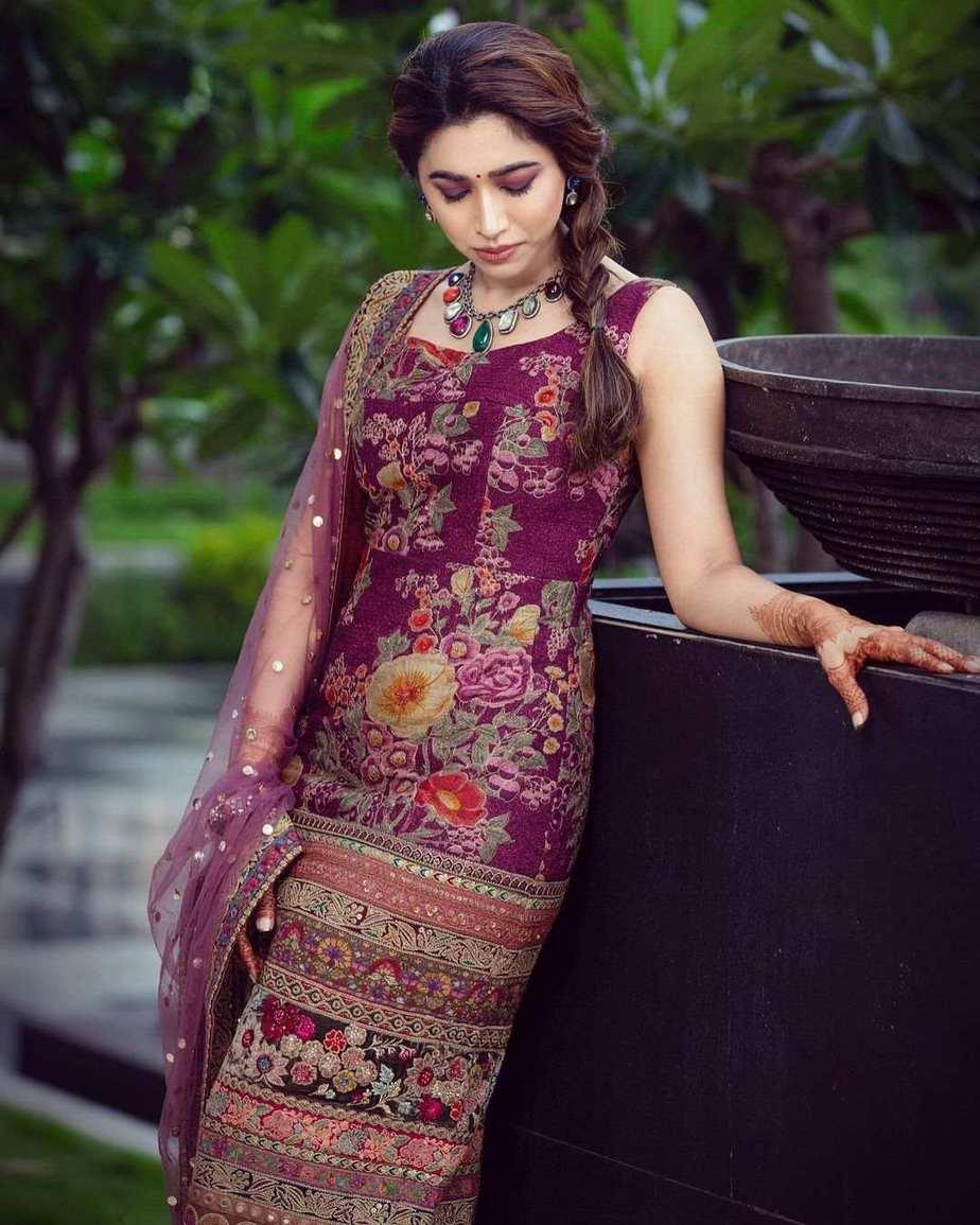 Aarti Ravi in purple lurta set by Sabyasachi-3