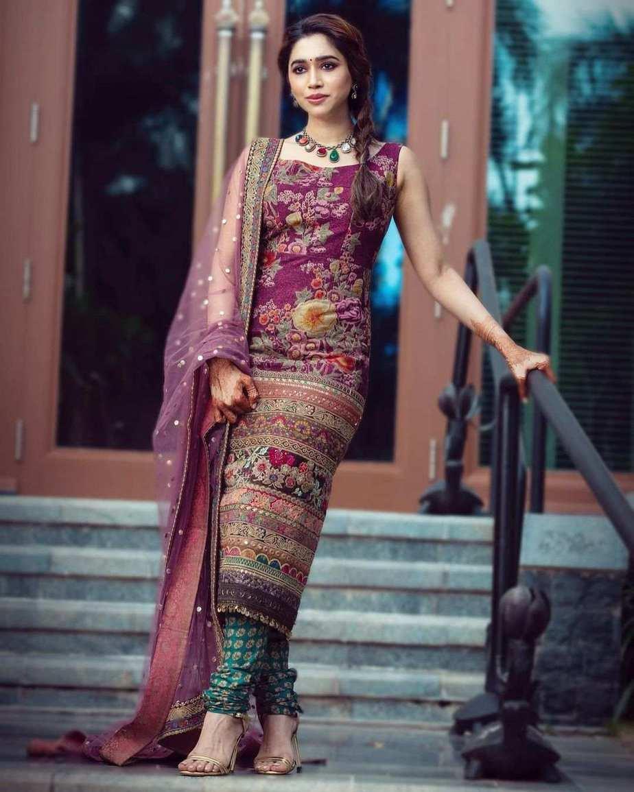 Aarti Ravi in purple lurta set by Sabyasachi