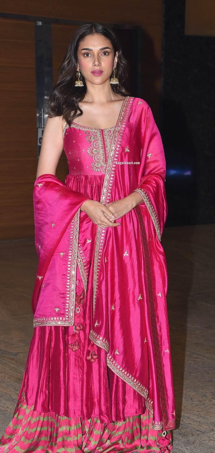 Aditi Rao Hydari in pink punit balana outfit at mahasamudram pre release event-1.3
