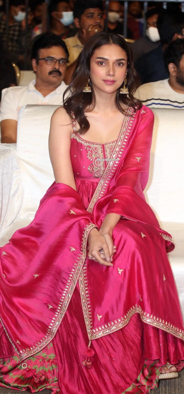 Aditi Rao Hydari in pink punit balana outfit at mahasamudram pre release event-1.5