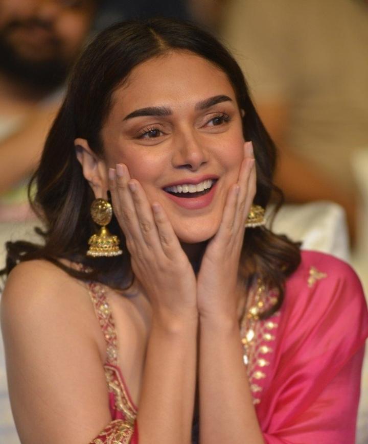 Aditi Rao Hydari in pink punit balana outfit at mahasamudram pre release event-2