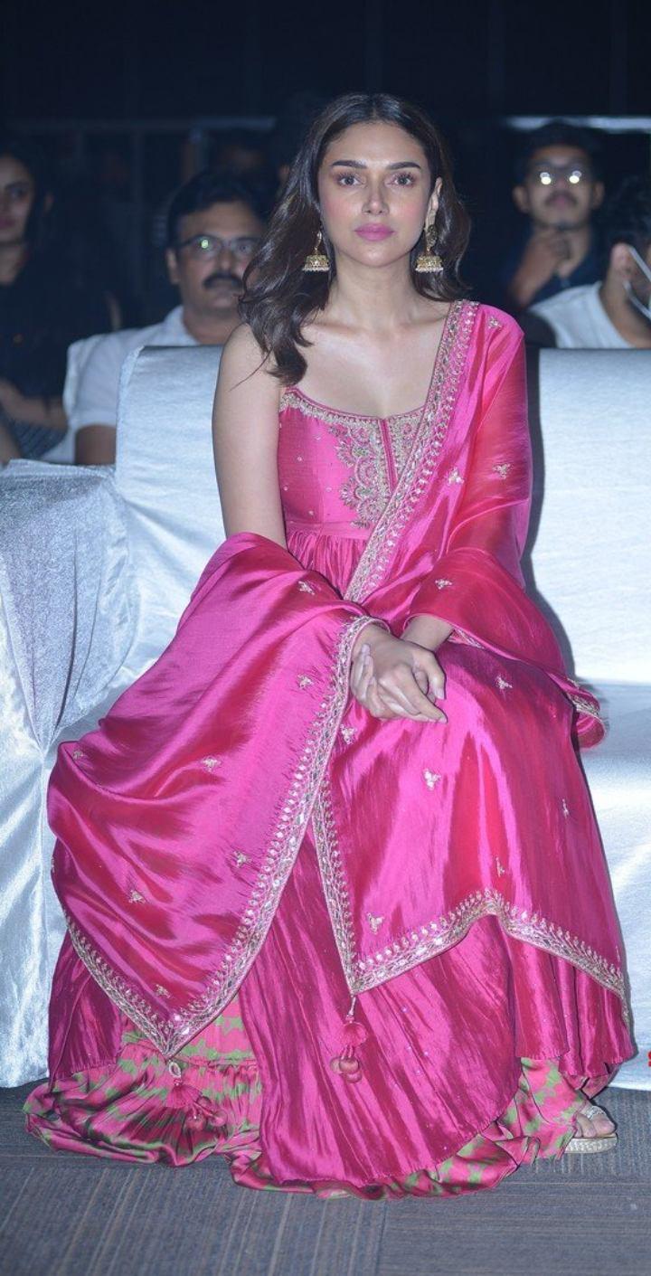 Aditi Rao Hydari in pink punit balana outfit at mahasamudram pre release event-3