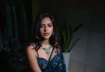 Amala Paul in a navy blue saree by Seasons for her brother's wedding-4