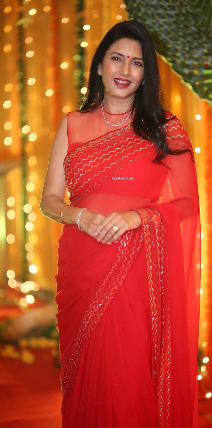 Deepti Bhatnagar in red saree at Pelli SandaD pre release-2.1